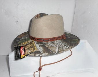 a6cd56909ea On Sale New Old Stock Resistol Duck Commander Cowboy Hat Premium Felt With  Realtree Camo Leather Band Size Med Fits Like 7 1 8
