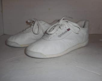 ON SALE 30% Off Vintage White Reebok Classic Lace Up Sneakers Womens Size 5  US Vintage White Reeboks Classic Tennis Shoe f67d6d0ec