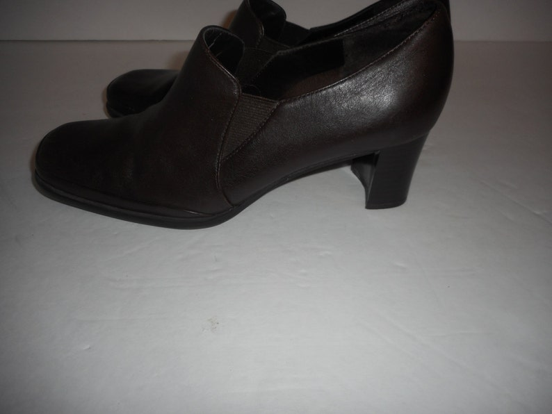 ON SALE Really Cute Brown Color Leather Booties by Aerosoles size 6.5B Nice