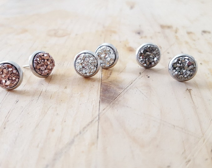 8mm druzy on stainless surgical steel