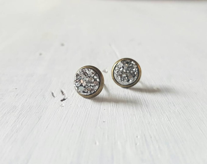 Small 8mm pewter druzy on antique bronze setting