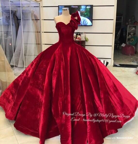 best service a32b8 7028b Abito in velluto rosso, Abito da sposa, Abiti da sera moderna, vestito di  velluto, Custom Made 05