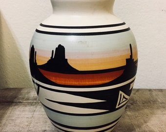 Navajo Etched Pottery Vase | Sgraffito