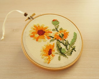"Embroidery hoop art, ""Yellow Flowers"""
