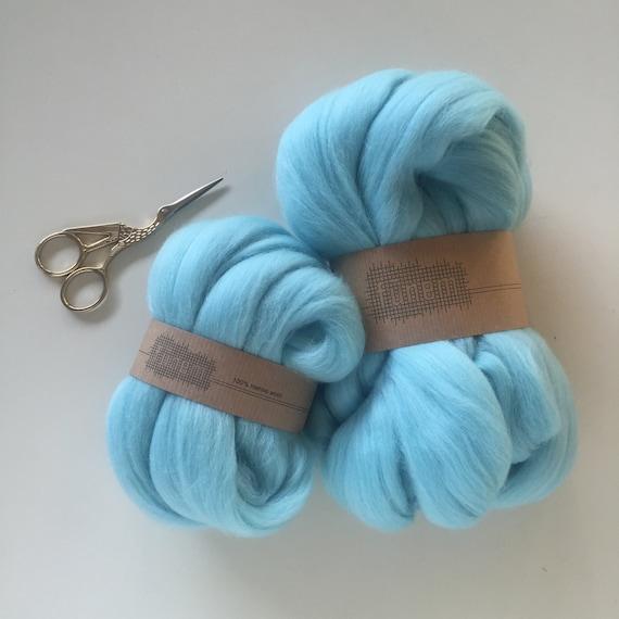 Merino Wool Roving 555 Light Turquoise