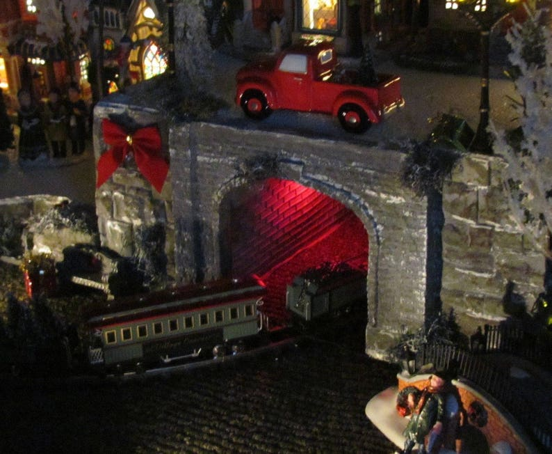 LIGHTED Train Tunnel Christmas display PLATFORM BASE, Lemax, Miniature  village, Dept 56 Snow village Qp