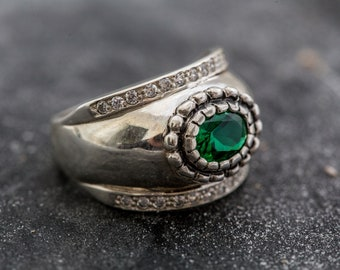 S324 Sterling Silver Simple Basket Style Ring 2 carat Round Lab Emerald Gemstone