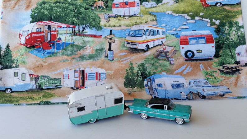 1957 Lincoln Premier Towing A 1961 Shasta Airflyte Glamper Camper Travel  Trailer 1/64 Scale Metal Adult Collectible Model Car and/Camper set