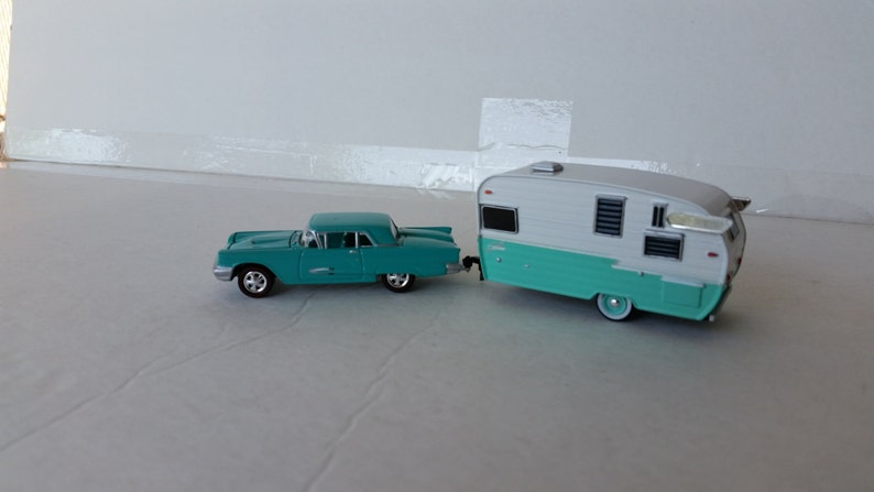 1959 Ford Thunderbird With 1961 Shasta Airflyte Glamper Camper Travel  Trailer 1/64 Die Cast Metal Model Car Collectible replica Memorabilia