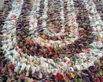Country Vineyard oval rag rug. Amish toothbrush knotted. Machine wash & dry! Charming! Bed, kitchen, entry, bath.