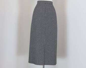 """1960s Skirt - Pencil Skirt - Black White Houndstooth Check -  Fitted Midi - Mad Men Style - Sexy Secretary - Vintage - Size M/L 30"""" Waist"""