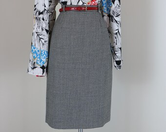"""1950s 60s Houndstooth Midi Pencil Skirt - 27"""" - 28"""" Waist - Classic Print - Mad Men Style - Vintage Wiggle Skirt - 100% Wool - S/M"""