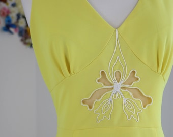 1970s Dress - Yellow Maxi Dress - A-line Flare - Embroidered Floral - Butterfly Cutout- Sleeveless - Empire Waist - Boho Hippie - Small/Med