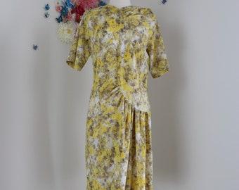 1950s Yellow Grey Dress - Vintage Shift Abstract Print Dress - Medium - Short Sleeve - Summer Spring - Mad Men Style