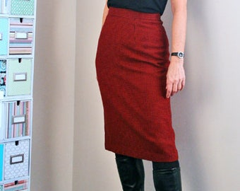 """1960s Skirt - Midi Pencil Skirt - Houndstooth Check Red Black - Patterned Fitted Wool Skirt - Sexy Vintage Mad Men - 27"""" Waist - Size Small"""