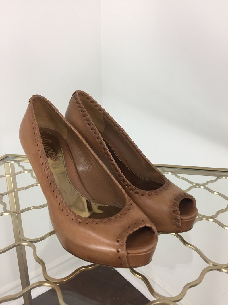 2a9d83124fd Vintage Gucci Pumps Peep Toe Caramel Brown Stiletto