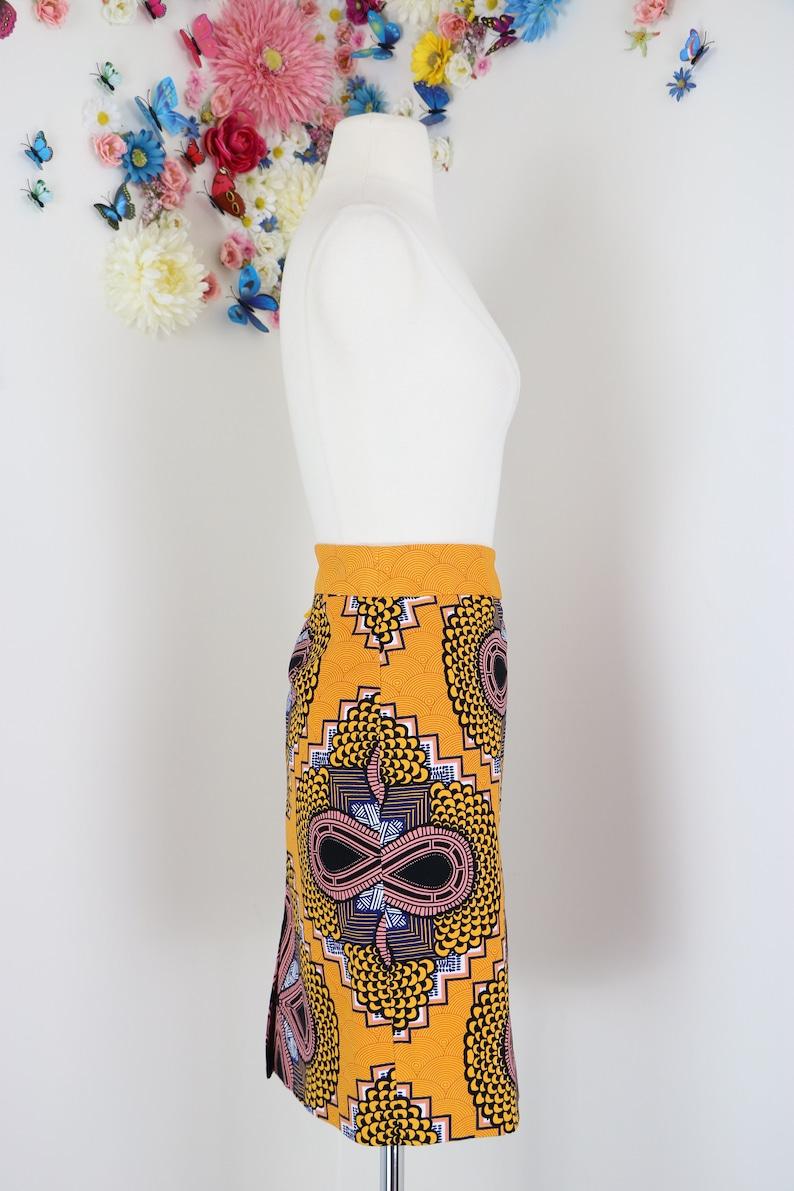 Size Medium 28 Waist Vintage 1990s Anthropologie Skirt Anthro Maeve Tribal Print Pencil Skirt Short Graphic Print Skirt