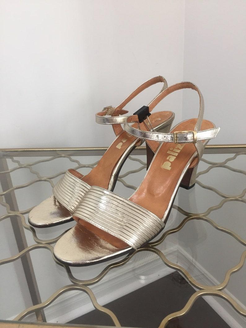 cc945ed7dafdf Vintage 1950s 60s Metallic Gold Strappy Sandals 3.25