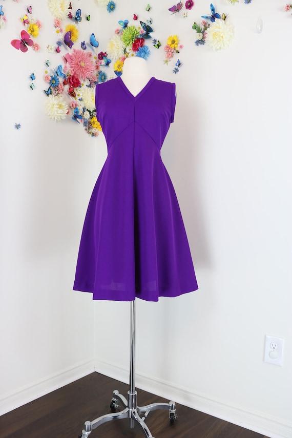 1960s 70s Dress Fit And Flare Midi Dress Solid Purple Knee Length Sleeveless V neck Vintage Union Label Size Medium