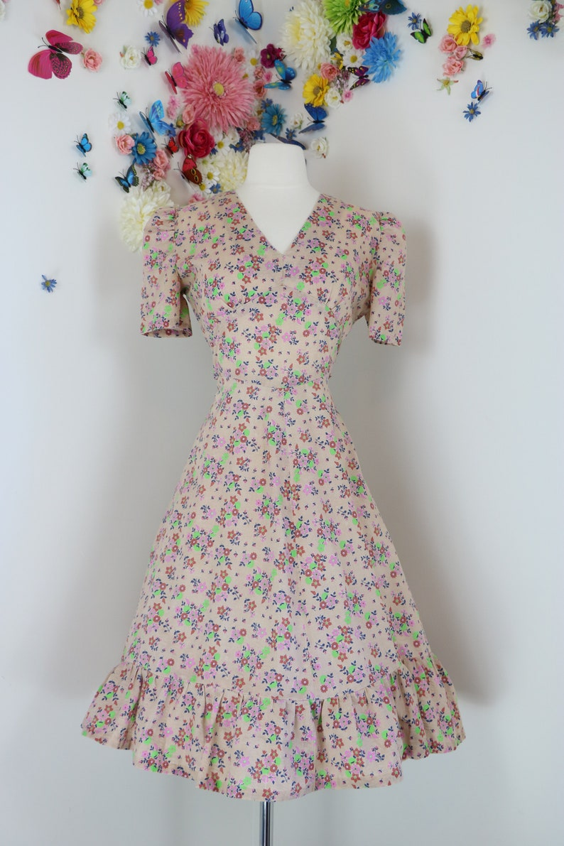7d4f73b23e1 Vintage 1960s 70s Boho Floral Day Dress - Ruffle Hem - A-Line - Midi  Dancing Dress - Short Sleeve - Tie Back - XS/Small - 26