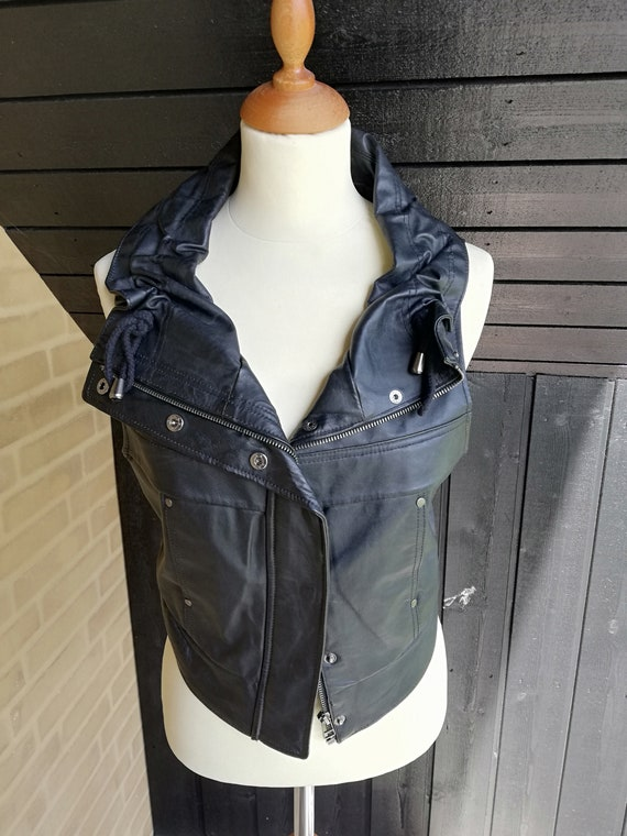 Crop leather vest//Fitted sleeveless jacket