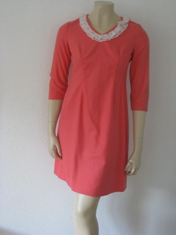 Vintage 1960s dress//Shift Mod dress Lace collar