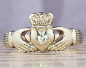 Vintage Claddagh Ring, 9K Gold, Yellow Gold, Unisex Wedding Ring, Celtic Jewelry, Irish Jewelry, Wedding Ring For Men, Claddaugh, Size 8.75