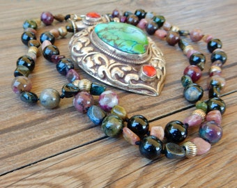 Necklace with magnificent Tibetan pendant in silver, engraved by hand, with turquoise stone and tourmaline thread
