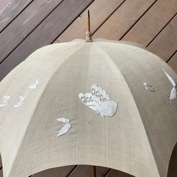 Vintage Silk Umbrella. Cream Colored Umbrella. Vin