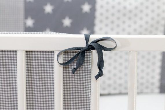 Baby Patchwork Nestchen Bettumrandung Kopfschutz Bett GRAUE STERNE