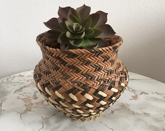 Vintage 1970s Small Woven Wicker Basket/Planter