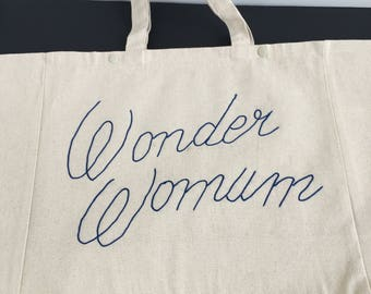 """Wonder Womum"" Tote / / cornely embroidery / / Christmas gift / / super MOM / / gift idea / / gift women MOM / / tote bag"