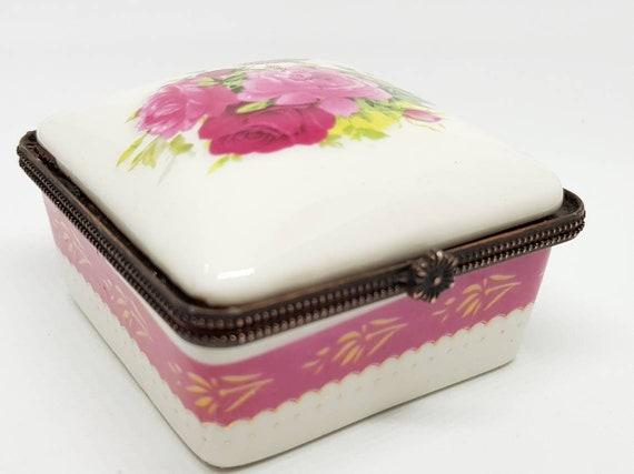 Vintage porcelain trinket box, ring box.