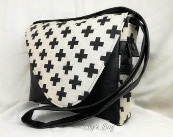 """Handbag """"Badis"""". Door cross body or shoulder"""