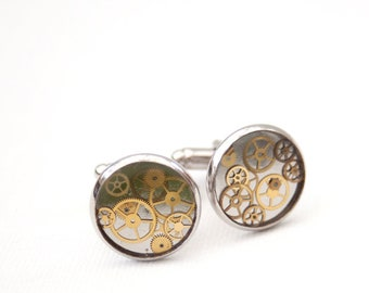 Steampunk resin cuff links with gears
