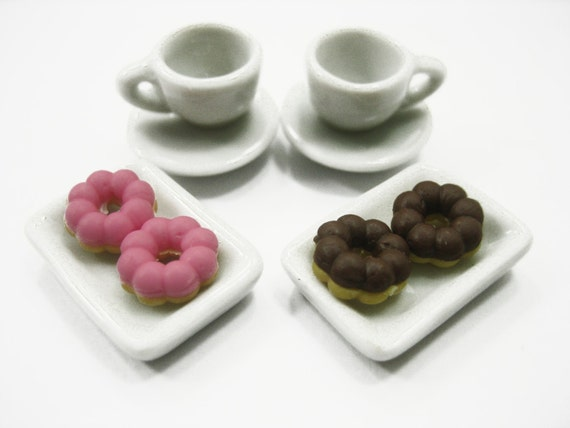 Dollhouse Miniatures Food Cake /& Red Rose Cupcake Ceramic Plate Lover Set 13379