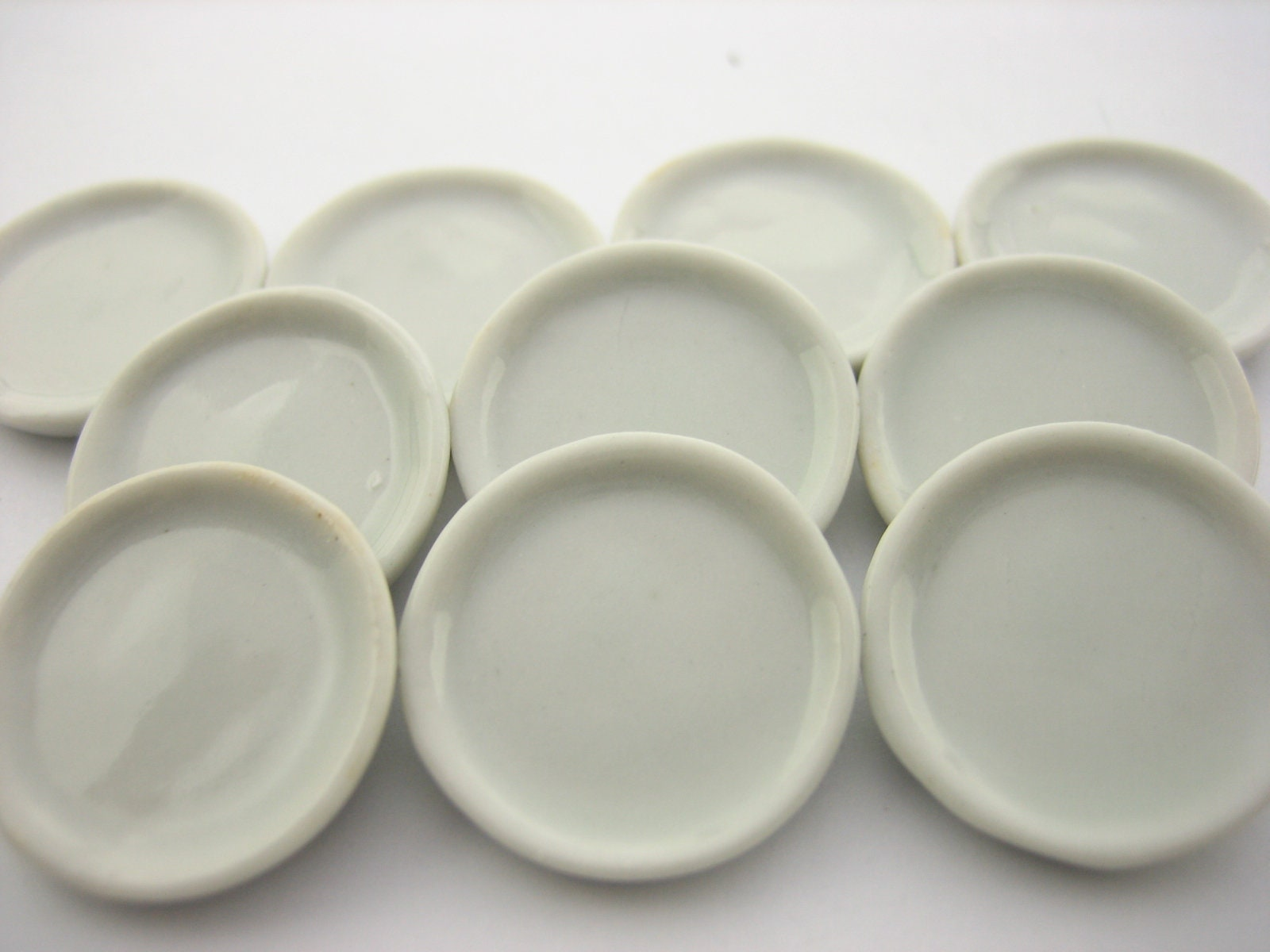 1:12 scale a white ceramic plate service with golden edge tumdee dolls r2