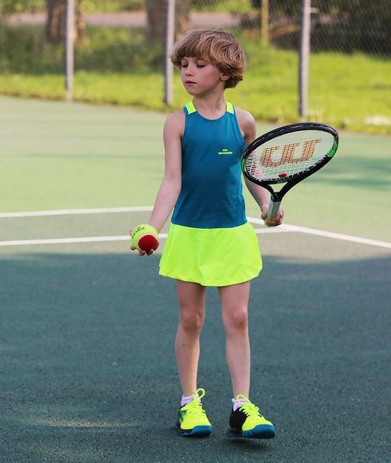 Mädchen Tennis Kleid RacerBack Wahrheit | Mädchen Tennisbekleidung | Junior Tennis Kleidung