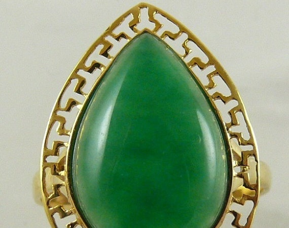 Jade 10.1x15 mm Ring 18k Yellow Gold