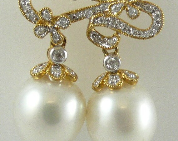 South Sea White Pearl 11.8mm and 11.9mm Pendant 18K Yellow Gold and Diamonds 0.34ct