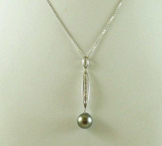 Tahitian Black 9.3 mm Pendant 14k White Gold & Diamonds 0.24ct, 18'' Chain