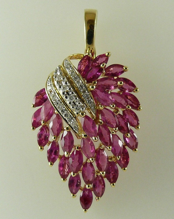 Ruby 5.67ct Pendant 14k Yellow Gold and Diamonds 0.12ct