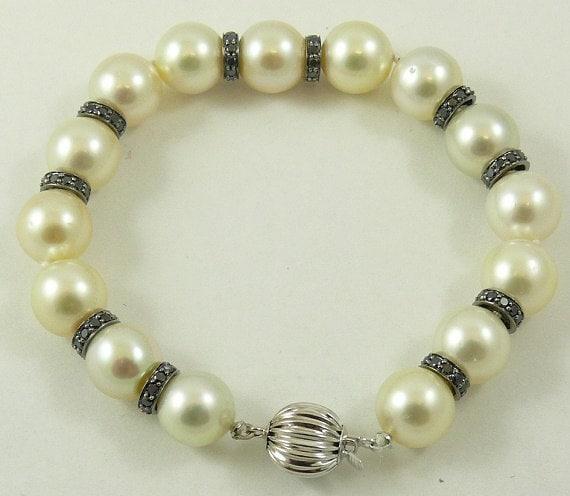 South Sea Creamy White 10mm - 10.9mm Pearl Bracelet 18k White Gold Black Diamond 1.90ct