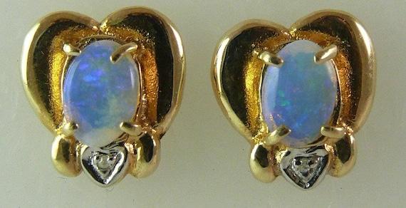 Opal Stud Earring 0.85ct 14k Yellow Gold