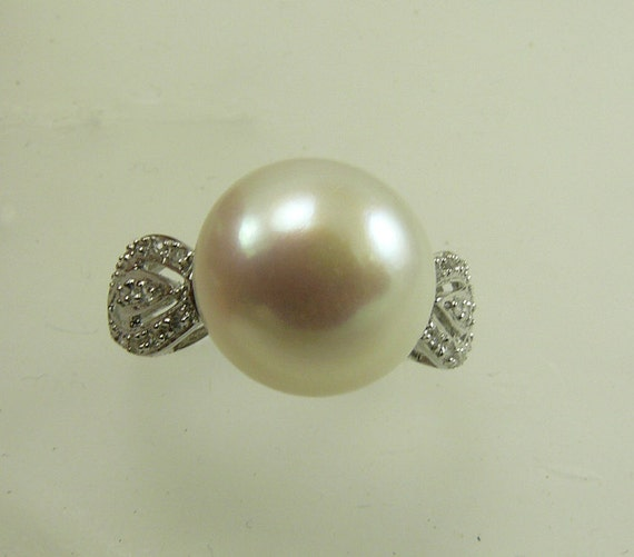 Freshwater White 11.3mm Pearl Ring 14k White Gold with Diamonds 0.13ct