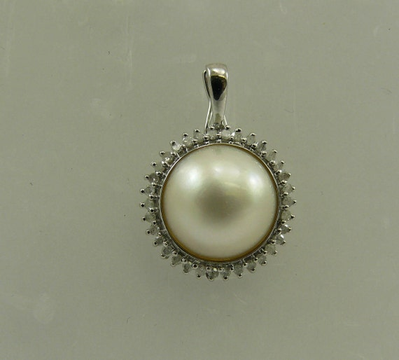 Mabe White 12.0 mm Pearl Pendant with Diamond 14K White Gold