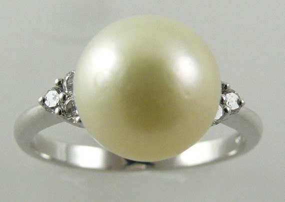 South Sea Creamy White 10mm Pearl Ring 18K White Gold and Diamonds