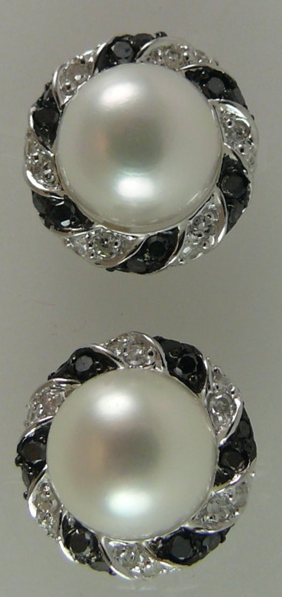 Freshwater 7.7mm Pearl Earring withBlack & White Diamonds 0.40ct 14k White Gold