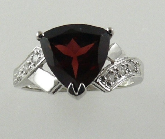 Garnet Ring 2.28ct with Diamonds 0.07ct 14k White Gold