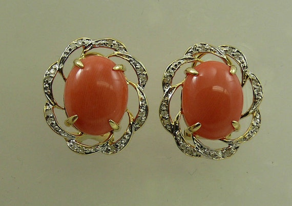 Coral Earring, 14k Yellow Gold and Diamonds 0.16ct